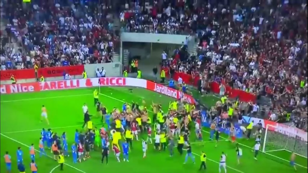 The fans started a fight with the players during the match between Nice and Marseille – Video