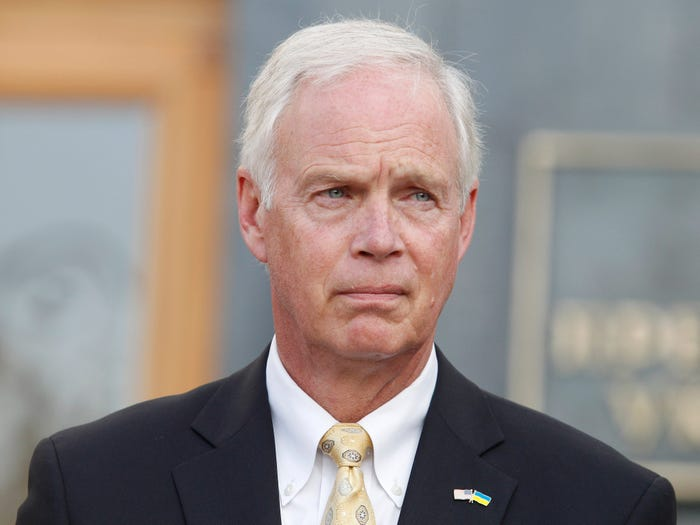 US Senator Ron Johnson believes that vaccines do not work as they say