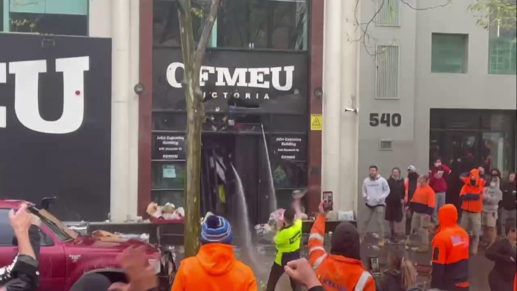 Protest of construction workers in Australia against mandatory vaccination