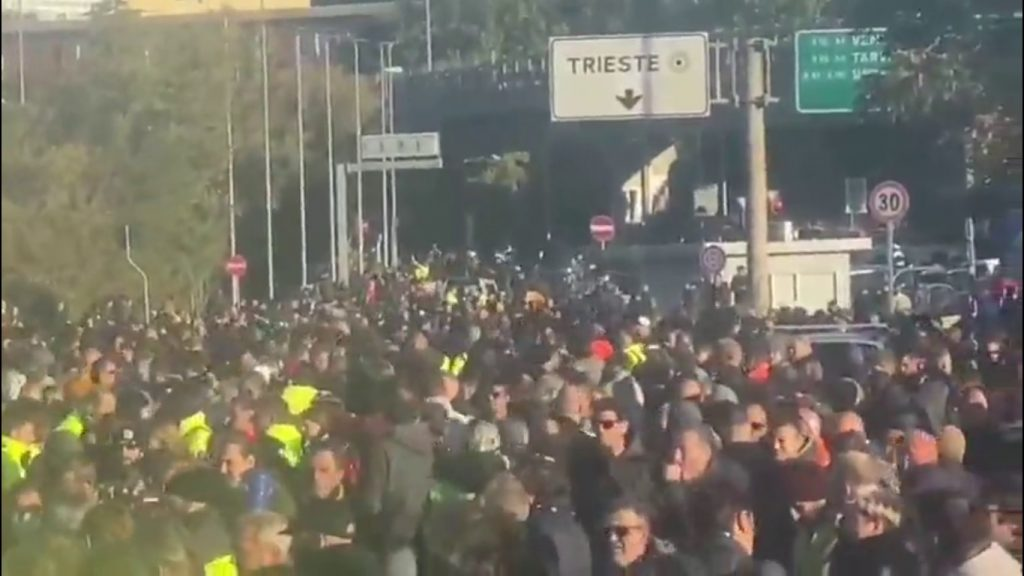 Millions of Italians in protest after losing their jobs today