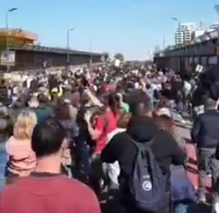 The days off in Italy are over, the protests are their new life